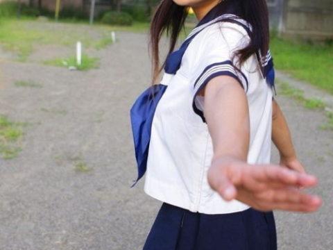 【聖域】男子注目。女子の夏服の袖の隙間wwwwwwwwwwwww(画像16枚)・1枚目