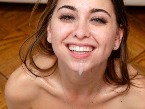 顔射されて満足げな女性たちの表情をご覧くださいwwwwwwwww(画像27枚)・1枚目