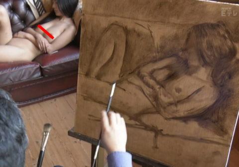 【※悲報】NHKで「ヌードモデル」のビーチクをドアップで放送した問題のシーン。乳輪のブツブツまでわかるwwwwwwwww(画像あり)