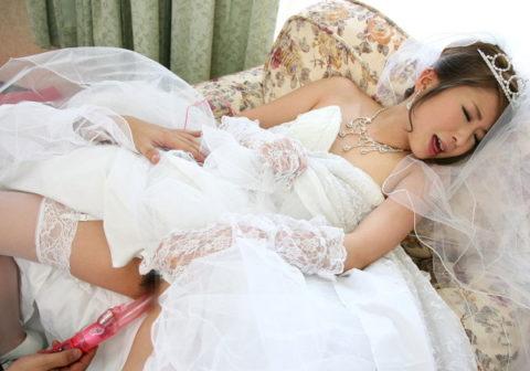 【妄想】童貞が想像する結婚初夜の人妻ってこれやろ??現実離れしすぎwwwwwwwwwwww