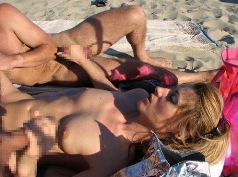 【乱交】もしもヌーディストビーチで皆が理性を失ったら・・・(画像21枚)・1枚目