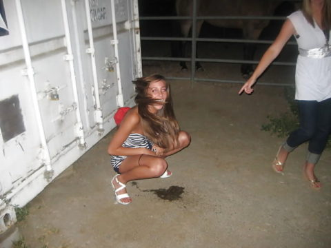 野ション女子がガチで不意を突かれて激写された時の顔wwwwwwwwwww(画像あり)・10枚目