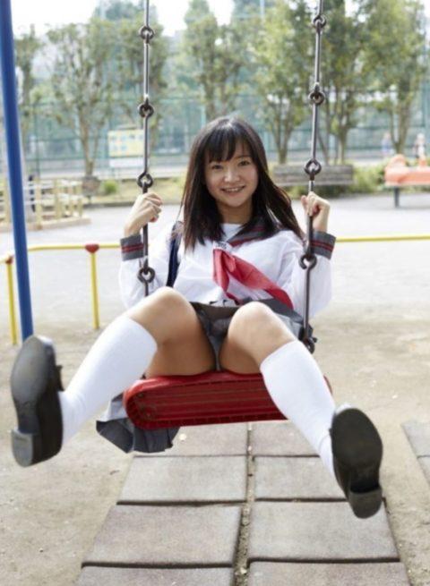 ミニスカ女子をブランコで遊ばせてみた結果wwwwwwwwwwww(26枚)・8枚目
