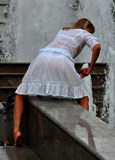 【街撮り】見せつけてるとしか思えない!シースルーファッションの女性たち(画像30枚)・10枚目