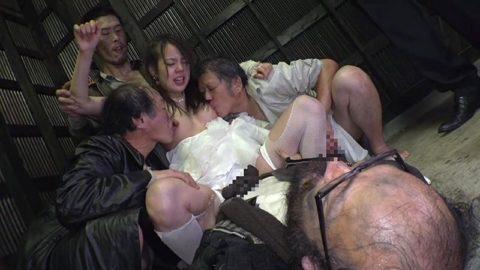 ガチなホームレスおじさんとセックスさせる日本のAVの闇深杉・・・(画像30枚)・12枚目