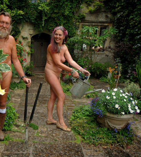 【画像25枚】嫁が裸族で困るwwwwwwwwwwww(※ガーデニング編)・10枚目