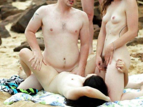 【乱交】もしもヌーディストビーチで皆が理性を失ったら・・・(画像21枚)・12枚目