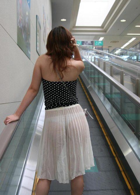 【街撮り】見せつけてるとしか思えない!シースルーファッションの女性たち(画像30枚)・15枚目