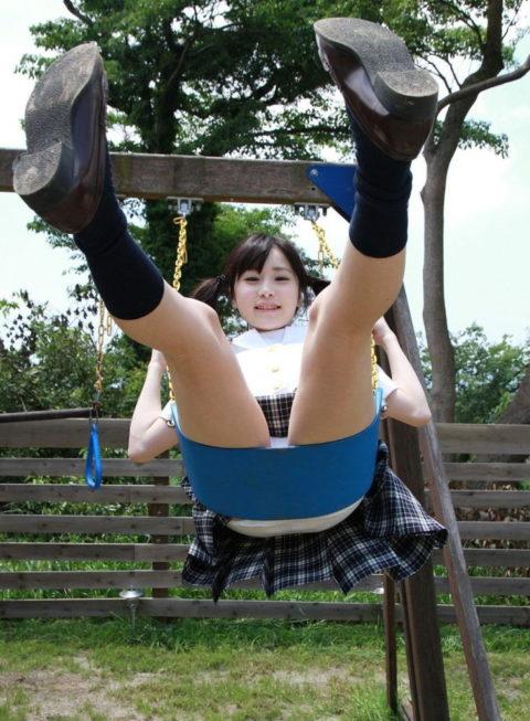 ミニスカ女子をブランコで遊ばせてみた結果wwwwwwwwwwww(26枚)・13枚目