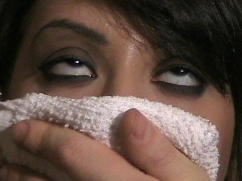 【ガチ!?】レイプ魔にクロロホルムを嗅がされ気絶する女性たち・・・(画像29枚)・15枚目