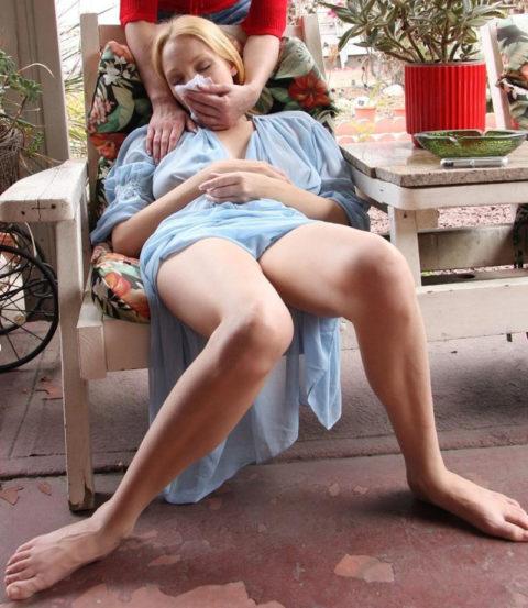 【ガチ!?】レイプ魔にクロロホルムを嗅がされ気絶する女性たち・・・(画像29枚)・18枚目
