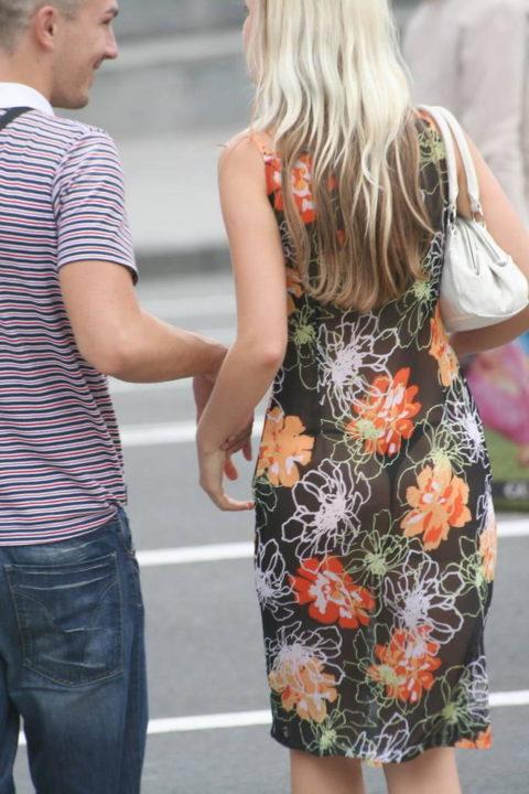 【街撮り】見せつけてるとしか思えない!シースルーファッションの女性たち(画像30枚)・2枚目