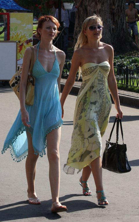 【街撮り】見せつけてるとしか思えない!シースルーファッションの女性たち(画像30枚)・20枚目