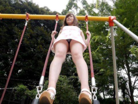ミニスカ女子をブランコで遊ばせてみた結果wwwwwwwwwwww(26枚)・18枚目