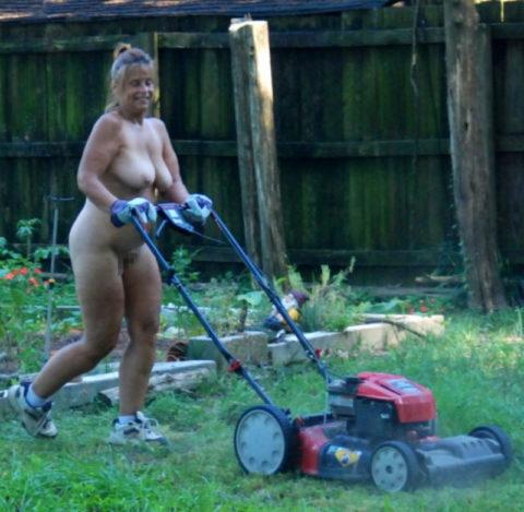 【画像25枚】嫁が裸族で困るwwwwwwwwwwww(※ガーデニング編)・19枚目