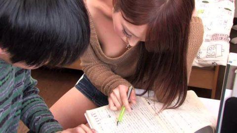 家庭教師が谷間を見せつけてきて勉強に集中できないんだがwwwwwwwww(画像30枚)・24枚目
