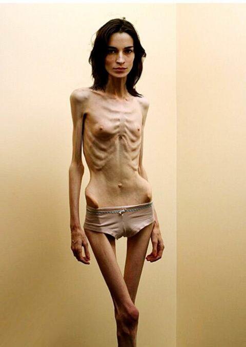 体脂肪率5%以下の女のエロ画像集(30枚)・25枚目