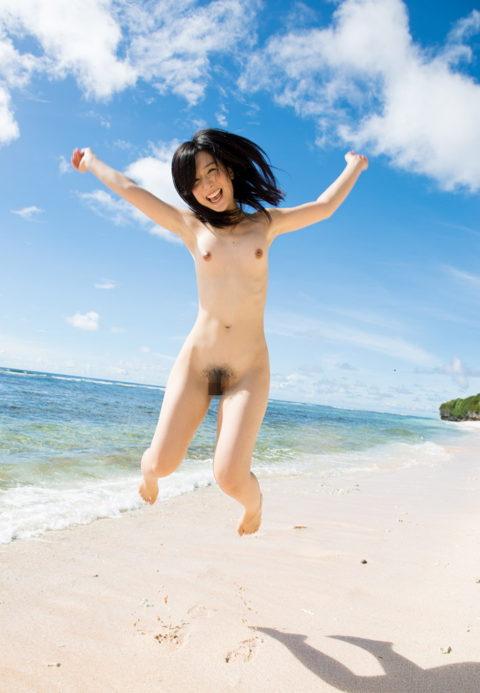 ビーチではしゃぐ日本人女子の全裸画像エロすぎやろwwwwwwww(30枚)・25枚目