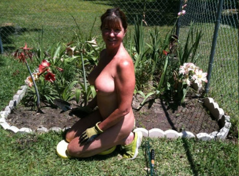 【画像25枚】嫁が裸族で困るwwwwwwwwwwww(※ガーデニング編)・22枚目