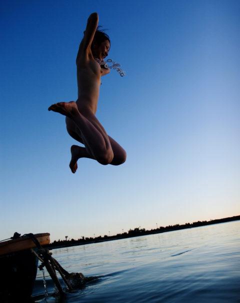 ビーチではしゃぐ日本人女子の全裸画像エロすぎやろwwwwwwww(30枚)・27枚目