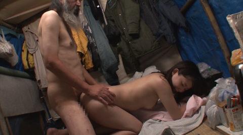 ガチなホームレスおじさんとセックスさせる日本のAVの闇深杉・・・(画像30枚)・28枚目