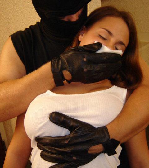 【ガチ!?】レイプ魔にクロロホルムを嗅がされ気絶する女性たち・・・(画像29枚)・27枚目