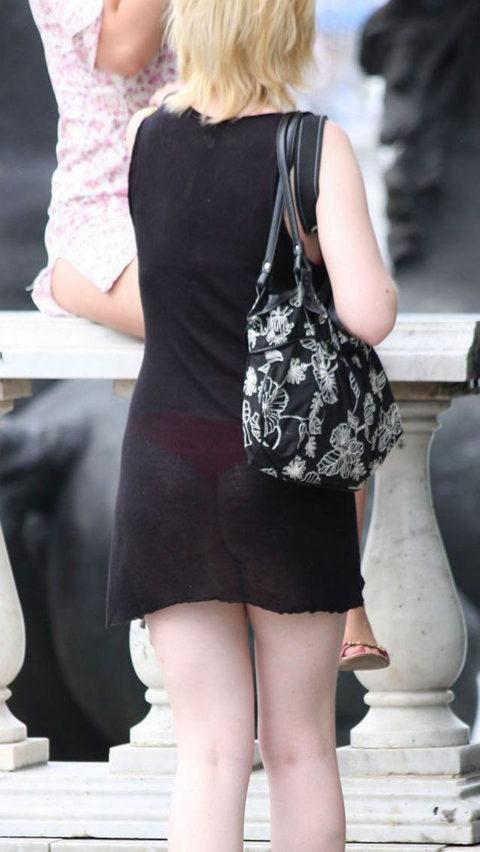【街撮り】見せつけてるとしか思えない!シースルーファッションの女性たち(画像30枚)・4枚目
