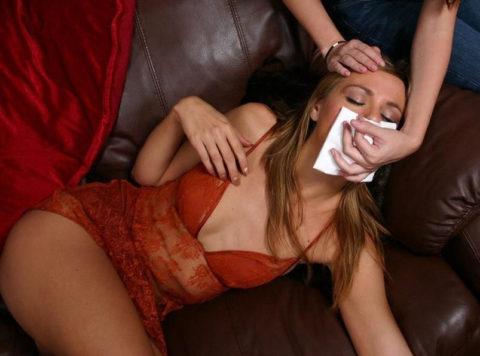 【ガチ!?】レイプ魔にクロロホルムを嗅がされ気絶する女性たち・・・(画像29枚)・3枚目