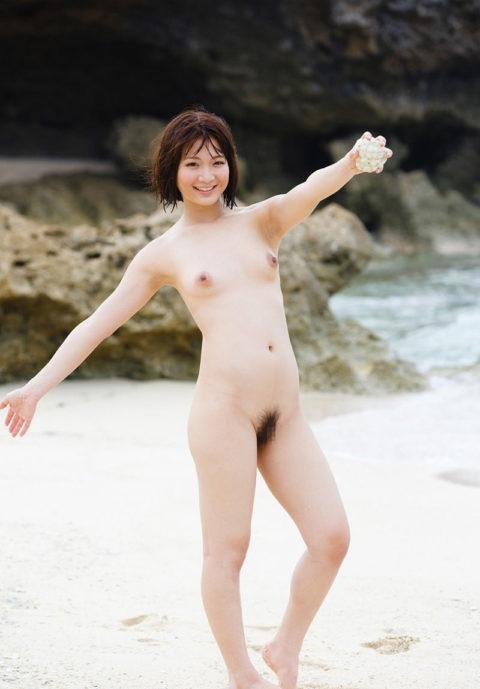 ビーチではしゃぐ日本人女子の全裸画像エロすぎやろwwwwwwww(30枚)・5枚目