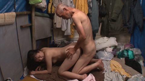 ガチなホームレスおじさんとセックスさせる日本のAVの闇深杉・・・(画像30枚)・6枚目