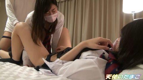 【驚愕】制服女子を2人まとめてハメ撮りした映像が半額だって。。捨て身のセールやなwwwwwwwwwwwww(画像あり)・1枚目