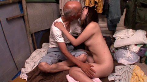 ガチなホームレスおじさんとセックスさせる日本のAVの闇深杉・・・(画像30枚)・8枚目