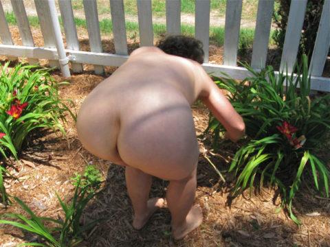 【画像25枚】嫁が裸族で困るwwwwwwwwwwww(※ガーデニング編)・7枚目
