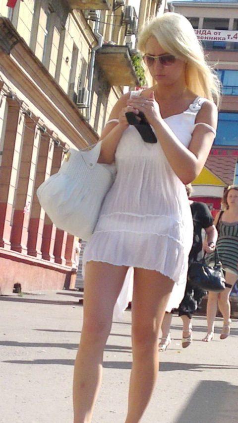 【街撮り】見せつけてるとしか思えない!シースルーファッションの女性たち(画像30枚)・8枚目
