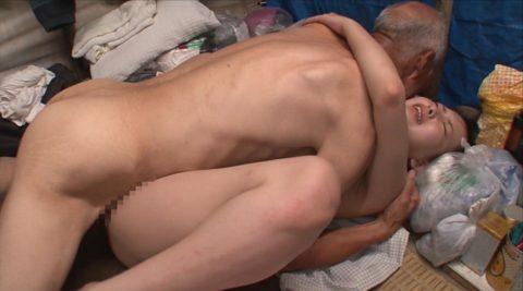 ガチなホームレスおじさんとセックスさせる日本のAVの闇深杉・・・(画像30枚)・9枚目