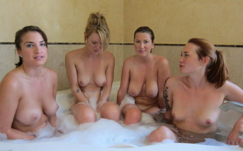 みんなで脱げば怖くない!?女同士でお風呂に入ってるエロ画像集(28枚)・9枚目