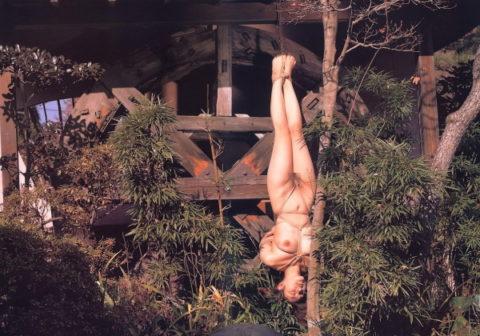 【閲覧注意】「逆さ吊り緊縛生き埋め」とかいう超ハードは命がけのプレイがこちらwwwwwwwwwwwww(画像あり)