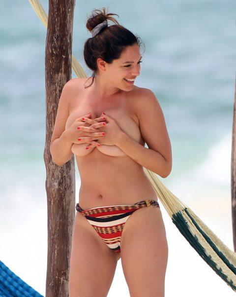 ヌーディストビーチで神乳すぎる10代女子が撮影される。107枚・51枚目