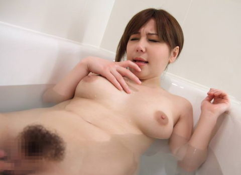 【ラブホあるある】ベッドまで我慢できずにやってしまうお風呂セックスの画像集(30枚)・1枚目