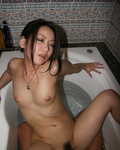 【ラブホあるある】ベッドまで我慢できずにやってしまうお風呂セックスの画像集(30枚)・10枚目