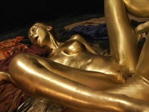 セックスするとご利益がある(?)全身金粉女のエロ画像集(30枚)・10枚目