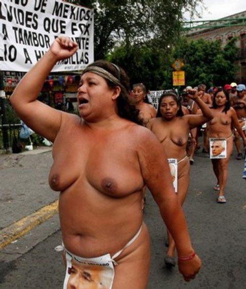 【分かったからやめてくれ‥】ある意味効き目がある全裸抗議がこちら・・・(画像28枚)・10枚目