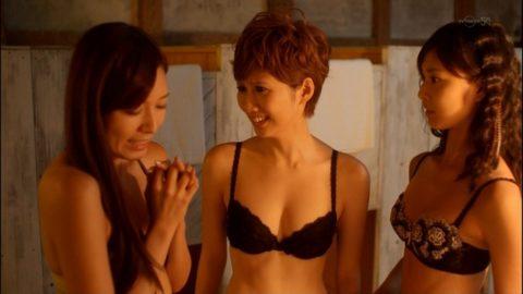 【チンピク不可避】女性芸能人が魅せた下着姿のセクシー画像集(30枚)・14枚目