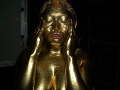 セックスするとご利益がある(?)全身金粉女のエロ画像集(30枚)・16枚目