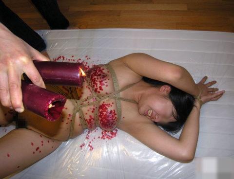生意気な嫁に一度はやってみたい蝋燭ポタポタプレイwwwwwwwwwwww(画像30枚)・16枚目