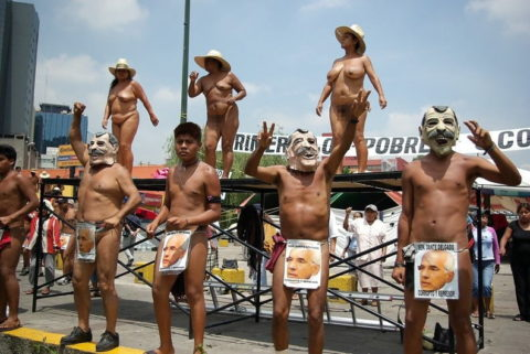 【分かったからやめてくれ‥】ある意味効き目がある全裸抗議がこちら・・・(画像28枚)・17枚目