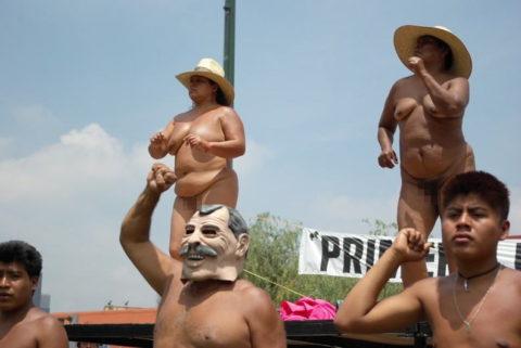 【分かったからやめてくれ‥】ある意味効き目がある全裸抗議がこちら・・・(画像28枚)・19枚目