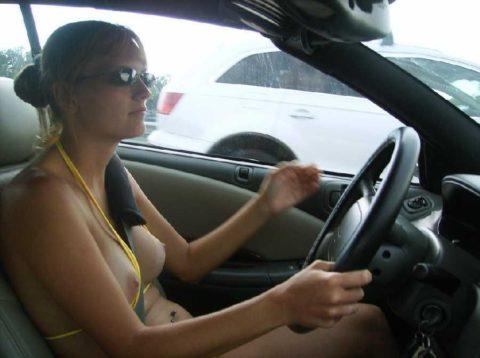 ドライブ露出という初級の露出プレイ、尚見つかったら逮捕だから注意しろよ!(画像26枚)・2枚目