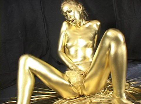 セックスするとご利益がある(?)全身金粉女のエロ画像集(30枚)・2枚目