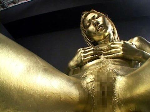 セックスするとご利益がある(?)全身金粉女のエロ画像集(30枚)・20枚目